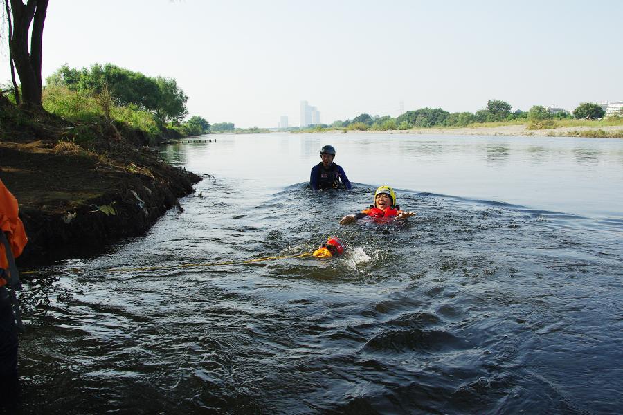 『多摩川の安全教室とカッパの川流れ』